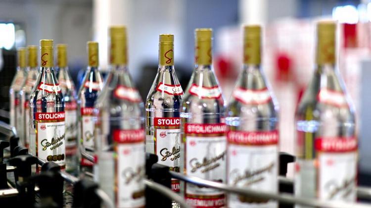 Производителем водки Столичная является завод Кристалл.