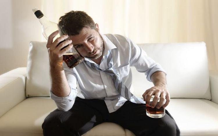 Чтобы не страдать потом от похмелья, важно соблюдать правильные пропорции при приготовлении водки с колой.