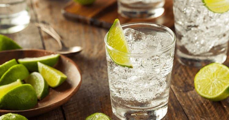 Водка с тоником это предельно простой рецепт коктейля.