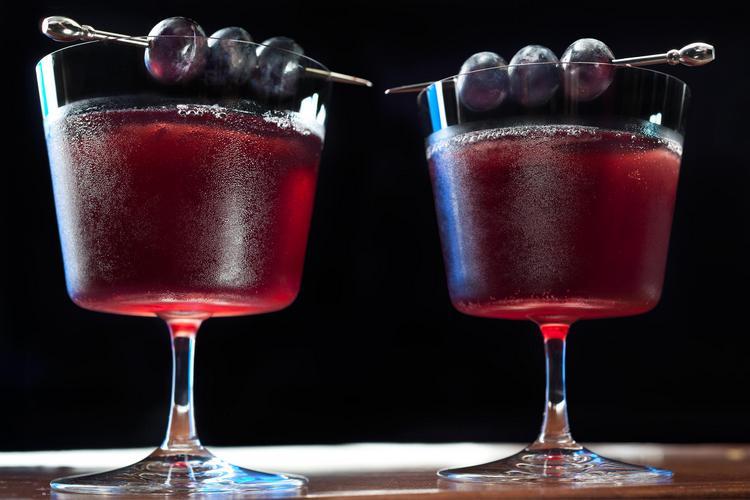 Для приготовления таких коктейлей можно также использовать фруктовые сиропы.
