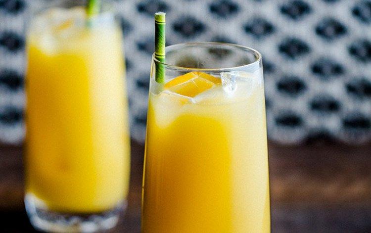 Помимо коктейля в джином и водкой, можно также использовать различные соки, например, апельсиновый.