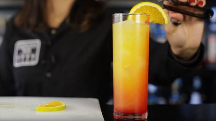 Как готовить Восходящее солнце коктейль