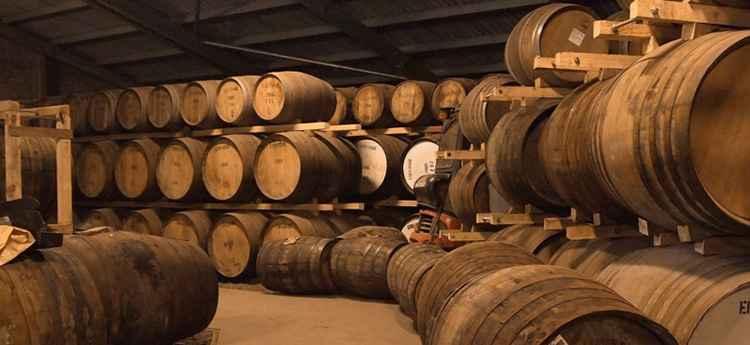 Пятая причина возможной горечи вина - передержка в дубовых бочках