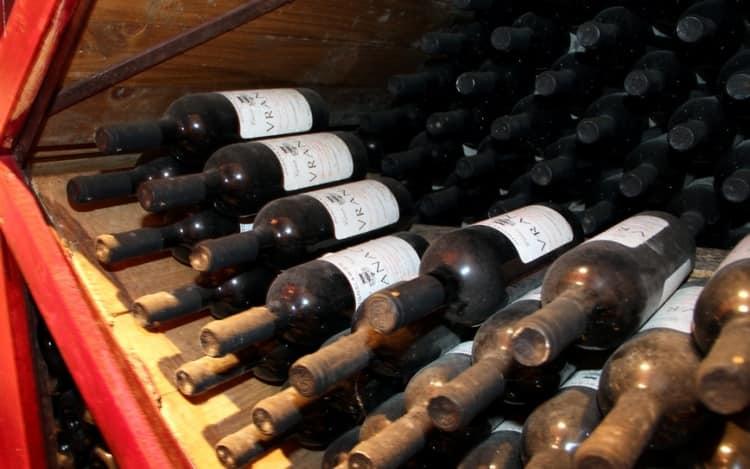 Это вино станет прекрасным сопровождением как праздничной, так и будничной трапезы.