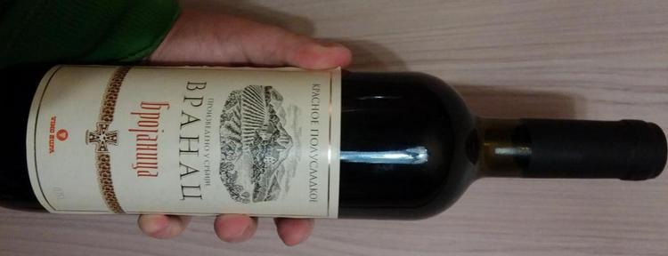 Вино vranac производства Сербии.