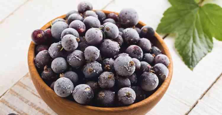 Подготовка ягод смородины для вина