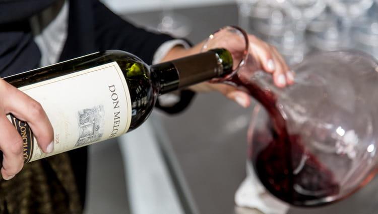 В нашей статье вы узнаете о том что значит декантировать вино