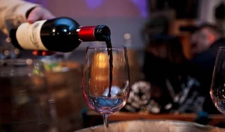Как подавать красное десертное вино