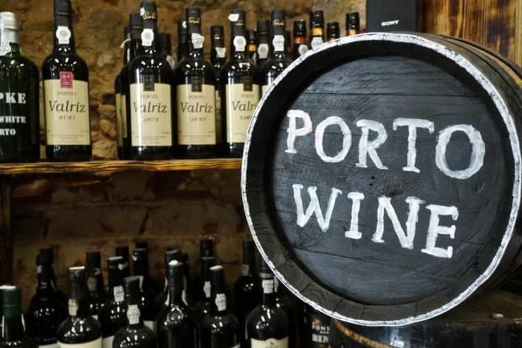Португальский дорогой портвейн