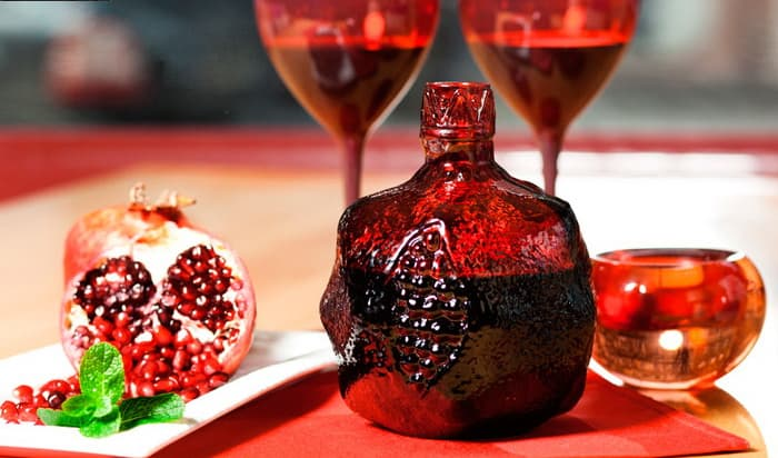 с чем принято пить гранатовое вино