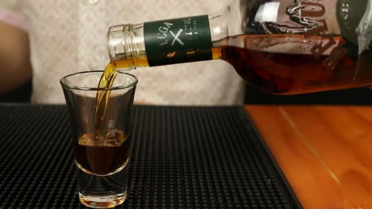 как правильно пить травяной ликер белуга хантинг