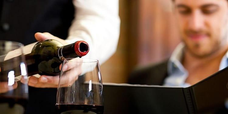 как подают и правильно пьют вино в греции
