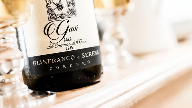 как выбрать оригинальное белое сухое вино гави и отличить от подделки
