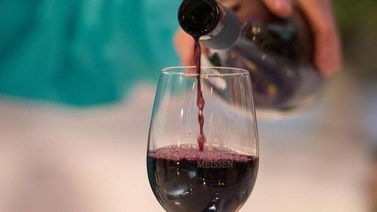 Читайте в нашей статье полезно ли красное вино для сосудов
