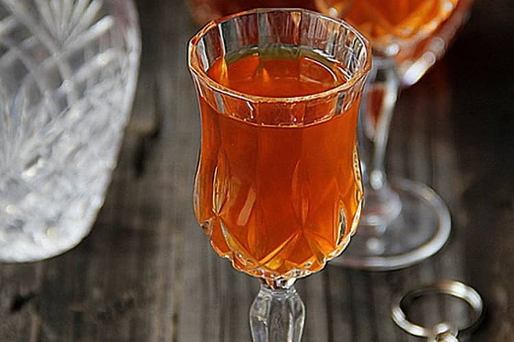 вино из крыжовника и красной смородины