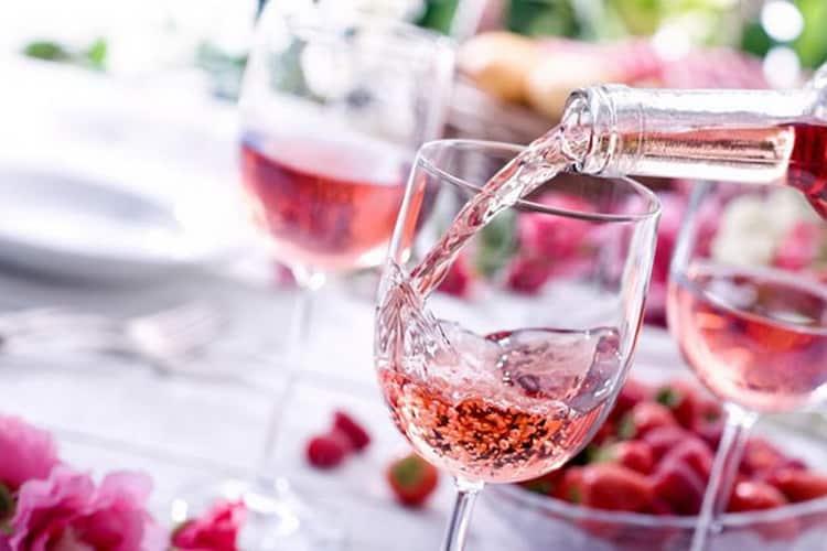 К какому блюду из курицы подают розовое вино