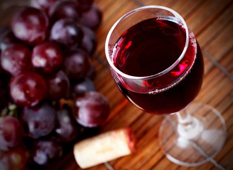 К какому блюду из курицы подают красное вино