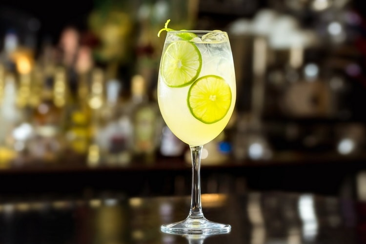 С чем смешивается водка nemiroff в коктейле
