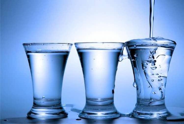 Как подавать водку сирок