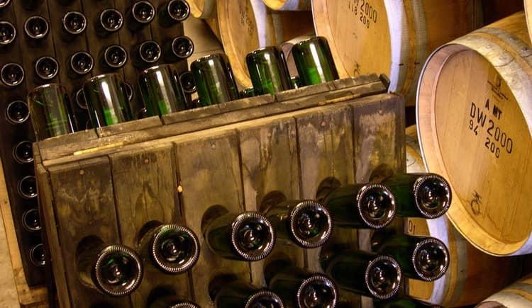 Как проходит выдержка вина в бутылках,