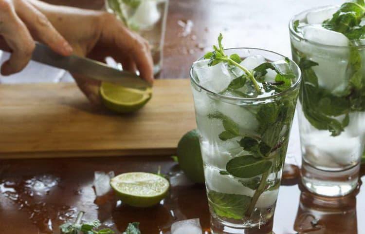 джин тоник алкогольный напиток с мятой