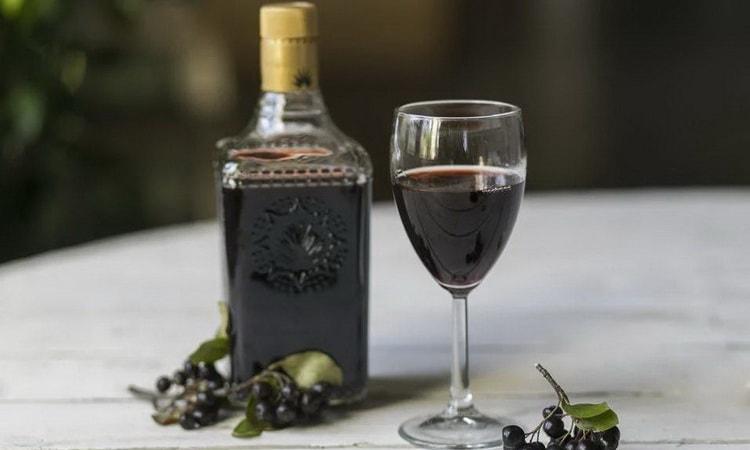 Отдыхайте с красным крепленым вином