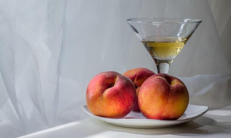 как приготовить домашнее вино с персиков