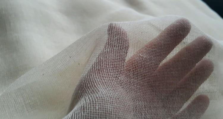 накрываем кастрюлю марлевой тканью