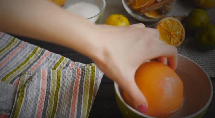 Ошпариваем все цитрусовые, вытираем.