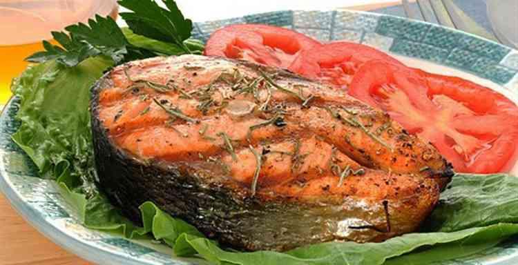 Грушевая водка с печенной рыбой