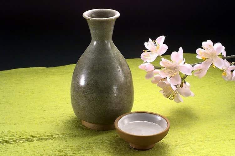 Теперь вы знаете, как приготовить саке в домашних условиях.