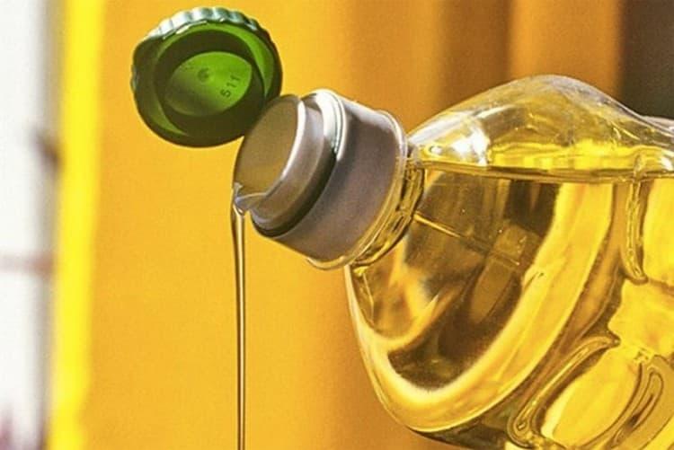 Можно также сделать на поверхности браги тонкую пленку из растительного масла.