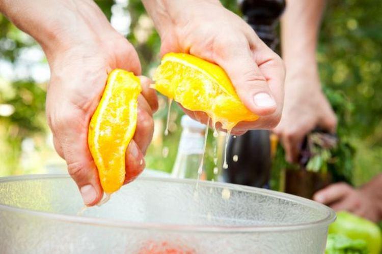Апельсиновый сок тоже ускоряет брожение.