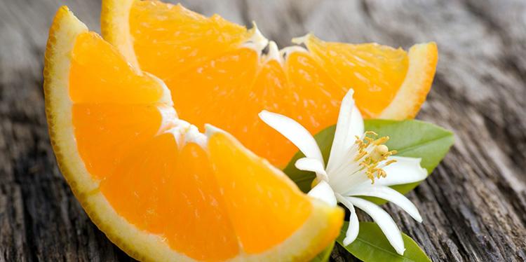 Кампари с закуской в виде апельсина