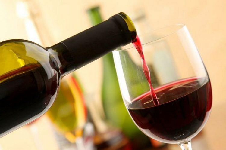 Красное сухое вино повышает или понижает давление