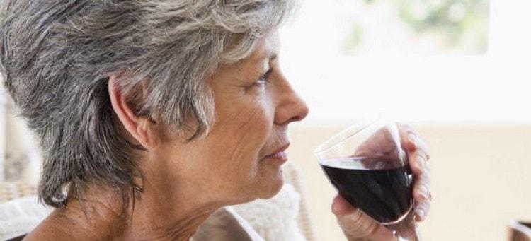 Узнайте, красное сухое вино повышает или понижает давление.