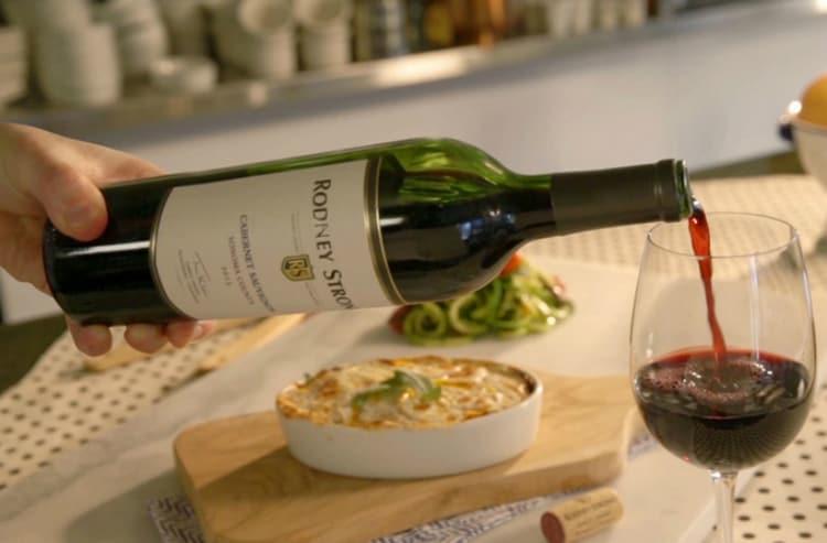 После употребления вина лучше больше не нагружать желудок большими объемами еды.