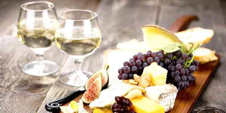 Зеленое вино и закуска к нему