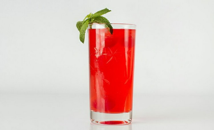 коктейли Красный Грех с черносмородиновым ликером