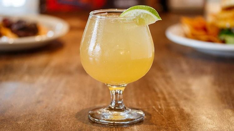 алкогольный имбирный эль с изюмом рецепт