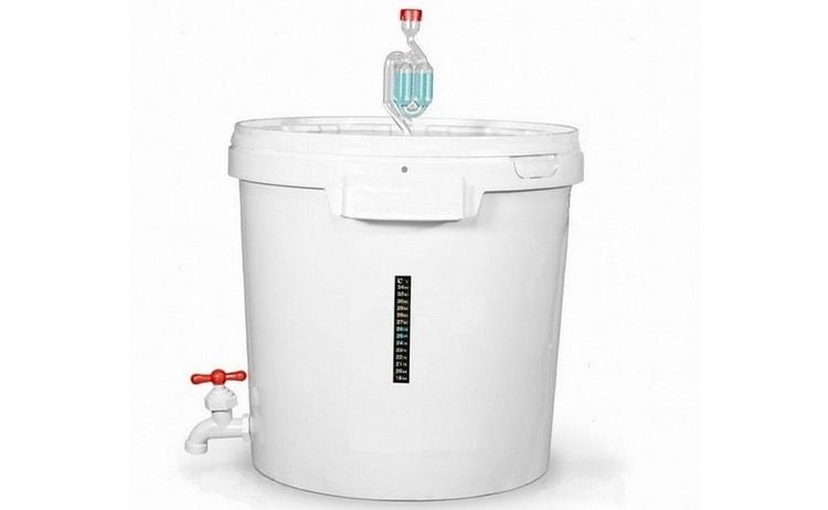 Емкости для браги с подогревом и гидрозатвором