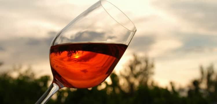 Все о том как проверить вино с помощью воды