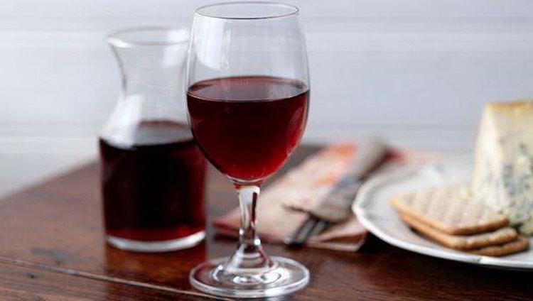 Как стоит подавать сухое красное вино