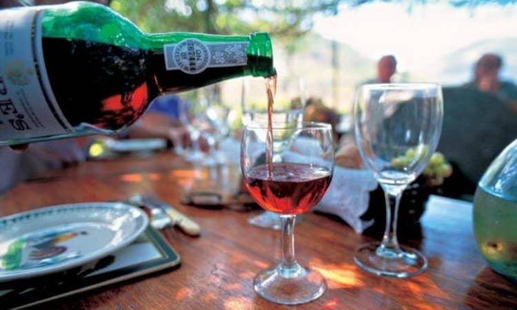 Как подавать крепленое вино