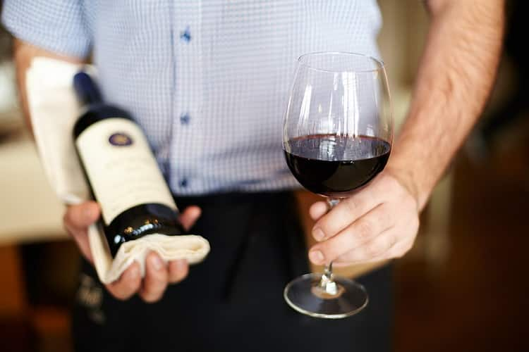 Как подавать крымские вина