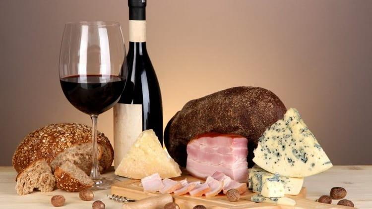 С какими продуктами сочетаетса вино карменер красное сухое