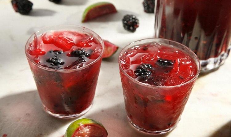 caipirinha коктейль с ягодами