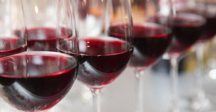 Как купить правильно хорошее красное вино полусладкое