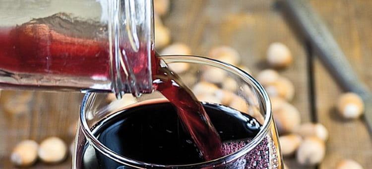 Как правильно подавать ежевичное вино из сербии