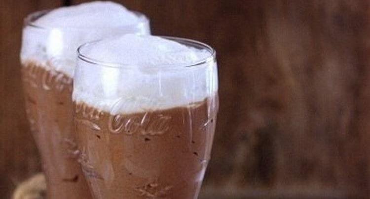 Алкогольный коктейль Кока-кола мусса